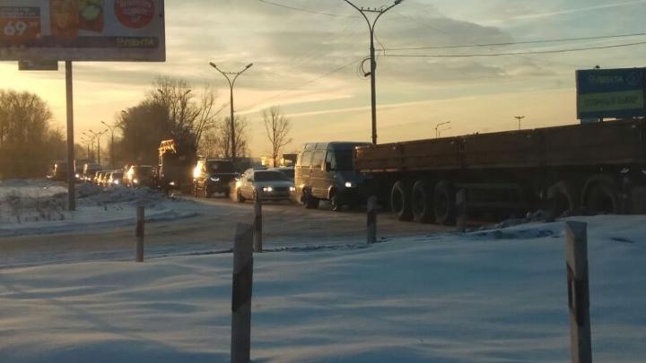 Апокалипсис на Бердском: водители стоят в сторону «Речного вокзала» больше двух часов