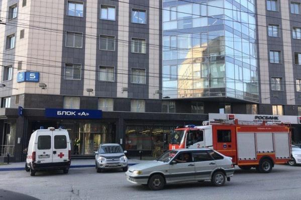 В Новосибирске проходят массовые эвакуации из-за сообщений о минировании торговых и бизнес-центров
