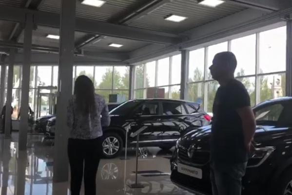 Салон «Феррум Авто» выглядел солидно, а сотрудники производили хорошее впечатление