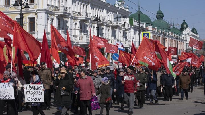 Демонстрации, транспаранты и одно шуточное шествие: как отмечали 1 Мая в Омске
