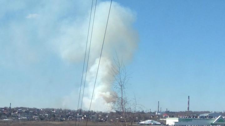 Клубы дыма над Ярославлем: в МЧС сообщили первые подробности пожара