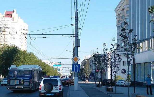 «Только временные камни»: волгоградским велосипедистам отдали недоделанную дорогу