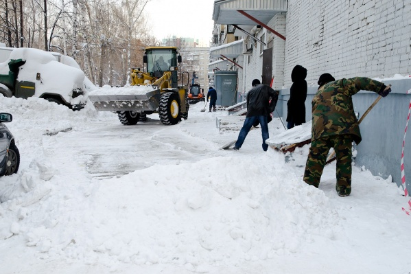 Новосибирцы часто звонят в ГЖИ по поводу уборки придомовых территорий от снега