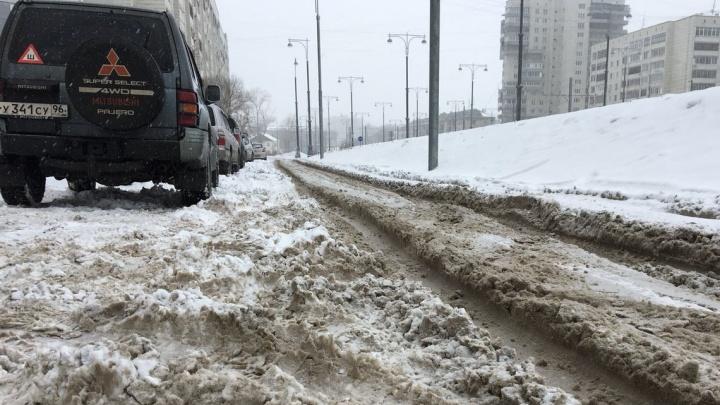 На ВИЗе нашли бесхозную дорогу, которую всю зиму не чистили от снега