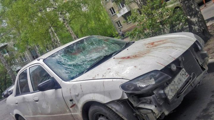 Пьяный и разозленный новосибирец голыми руками разбил автомобиль жены