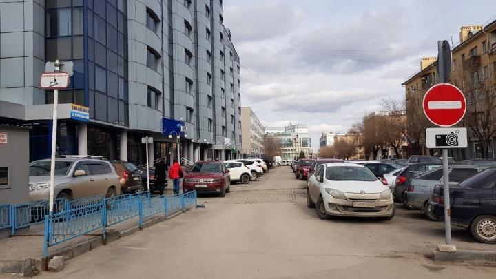 Захваченную бизнес-центром парковку в центре Волгограда открыли для горожан