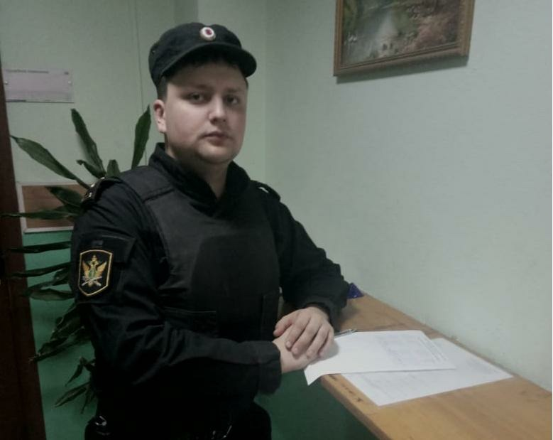 Николай Сергеев смог оказать первую помощь дворнику, у которого произошёл внезапный эпилептический приступ