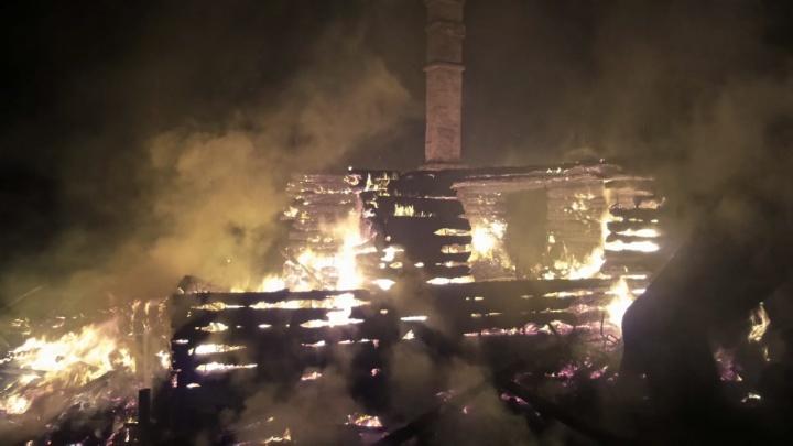 К месту пожара вела вереница следов: в коллективном садуна Московском тракте полностью сгорел дом