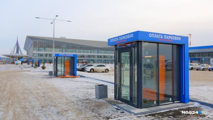 «Стоят там по 2 недели»: в аэропорту отказались от расширения бесплатной парковки