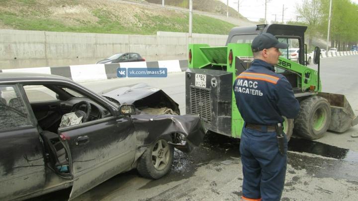 Затормозивший погрузчик получил удар от «Тойоты» на Большевистской