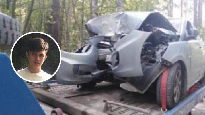 «Ездили за алкоголем»: в Екатеринбурге в ДТП погиб 19-летний пассажирHyundai Solaris