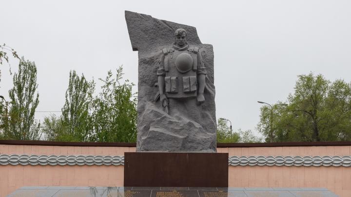 «Не увольняйте военкома!»: в Волгограде военкомат отказался от судов с родителями Героя России
