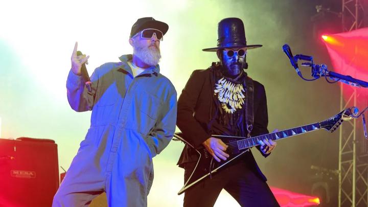 «Меня под их песни клеили»: как Limp Bizkit отжигали с выросшими фанатами в Екатеринбурге