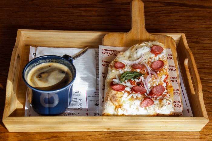 Пицца (99 рублей) и американо (70 рублей) в кафе Morricone coffee&pizza
