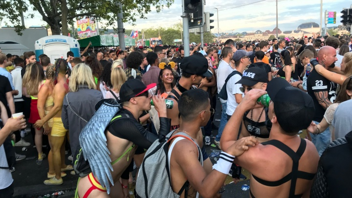 «Марихуану курят перед полицией»: красноярка — о параде любви, свободы и толерантности в Швейцарии