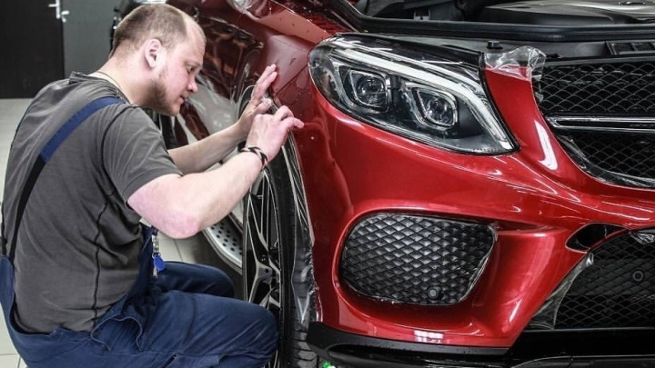 В Екатеринбурге сеть техцентров предложила удаление царапин и вмятин на кузове автомобиля от 500 рублей