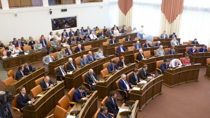 Краевые депутаты резко подняли зарплаты себе и высшим чиновникам: 7 удивительных цифр
