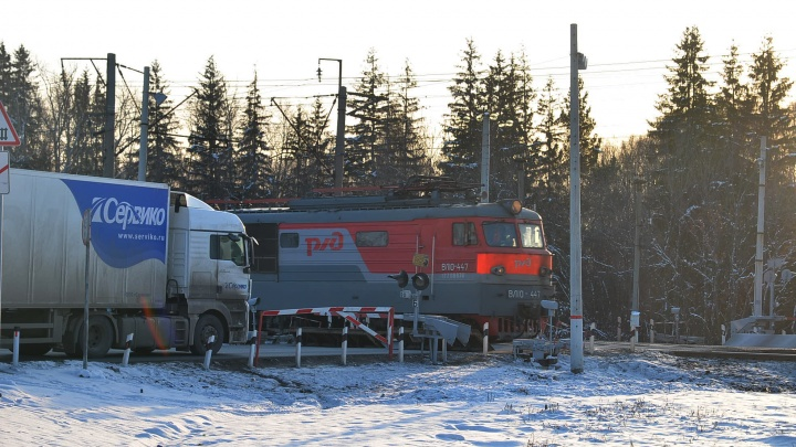 На трассе Екатеринбург — Курган ограничат движение через железнодорожный переезд рядом с Марамзино