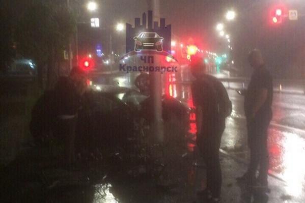 Авария произошла ночью на Шахтёров