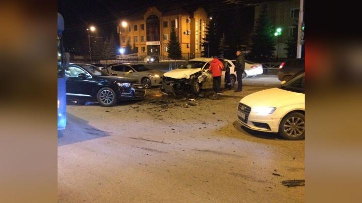 Лобовое столкновение в центре города: две «Ауди» не поделили дорогу в Стерлитамаке