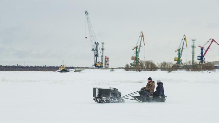 Людей мало, снега по-прежнему много: смотрим, как переживают уход зимы в Реушеньге