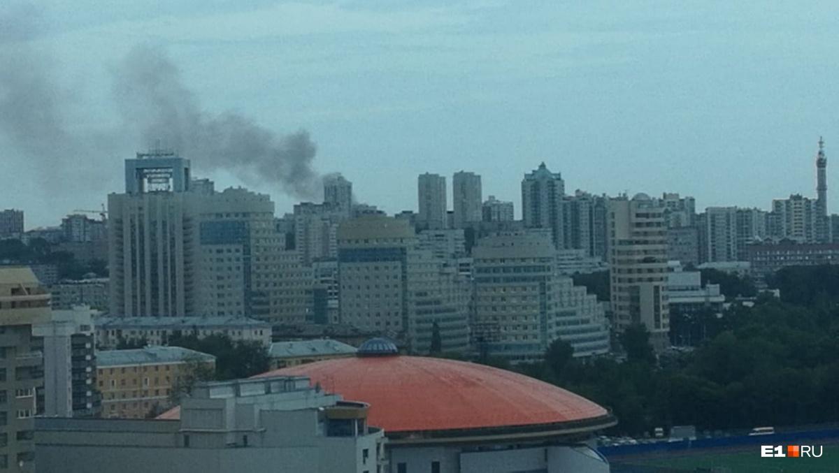 Дым виден из центра города
