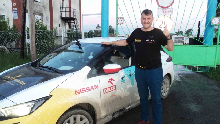 Поляк-путешественник заехал в Новосибирск, чтобы зарядить свой электрокар