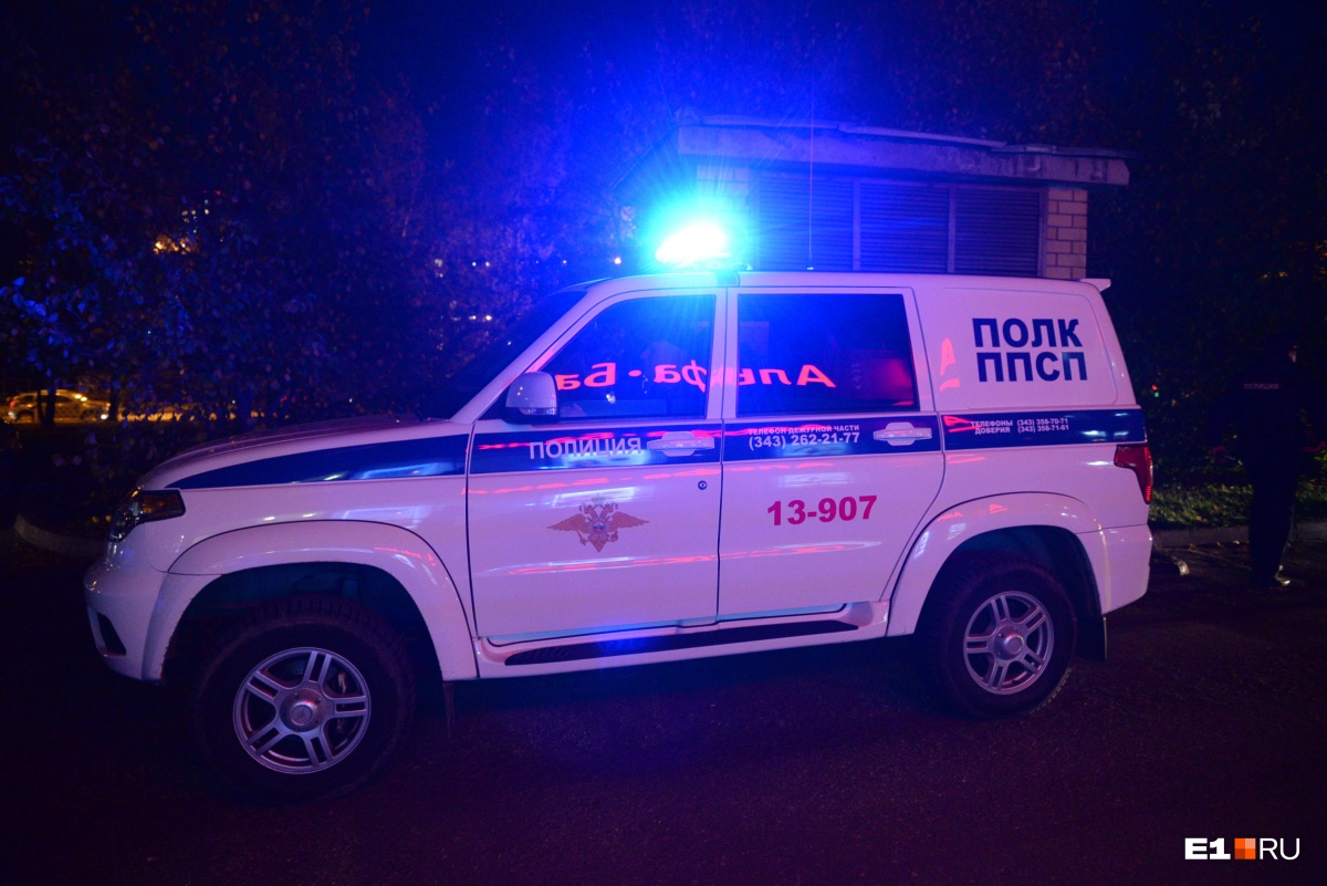 В случае, если есть данные о том, что похоронщикам помогает полицейский, нужно обратиться в службу собственной безопасности ведомства