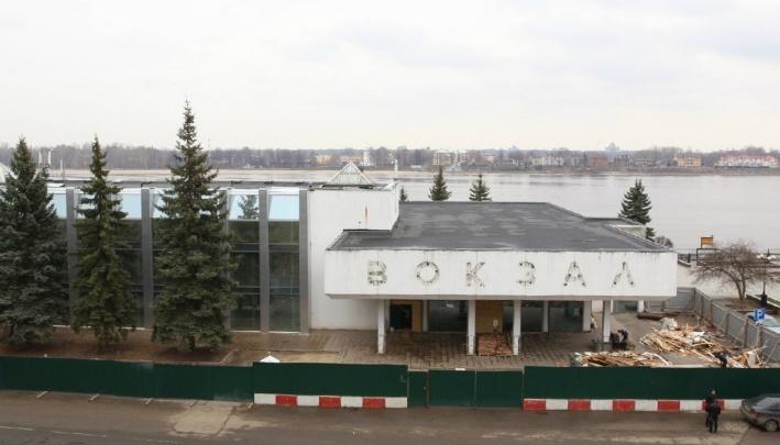 «Не обогатил Ярославль»: собственник речного вокзала решил доказать, что здание не памятник