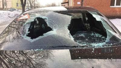 В Кузбассе женщина в приступе ревности изуродовала машину соперницы