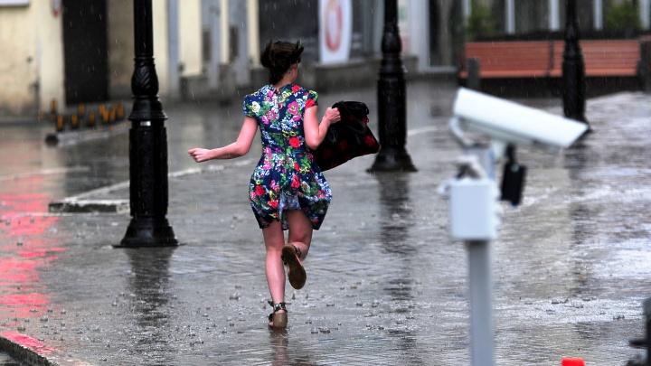 Ливневки не справляются: Екатеринбург затопило из-за сильного дождя