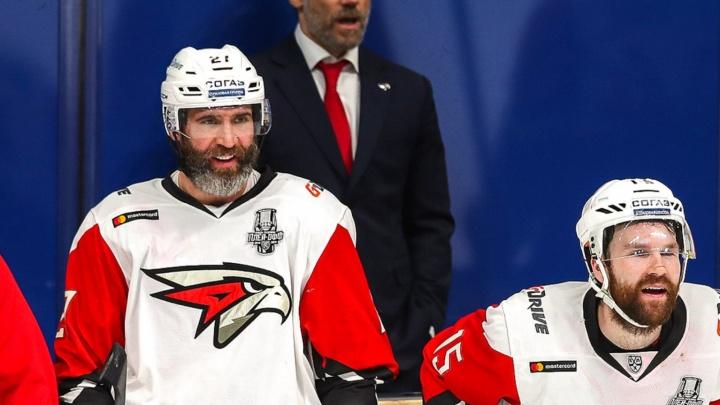 «Наша арена могла развалиться во время матча»: экс-форвард «Авангарда» рассказал о карьере в КХЛ