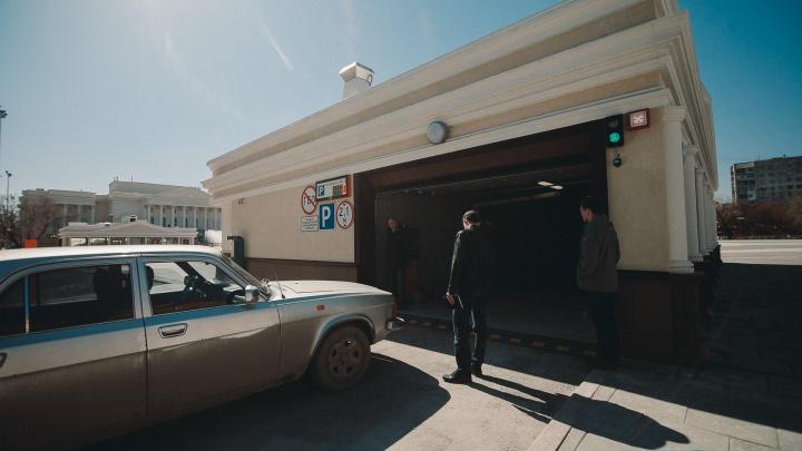 Подземный паркинг у тюменского драмтеатра станет платным, когда спрос превысит предложение