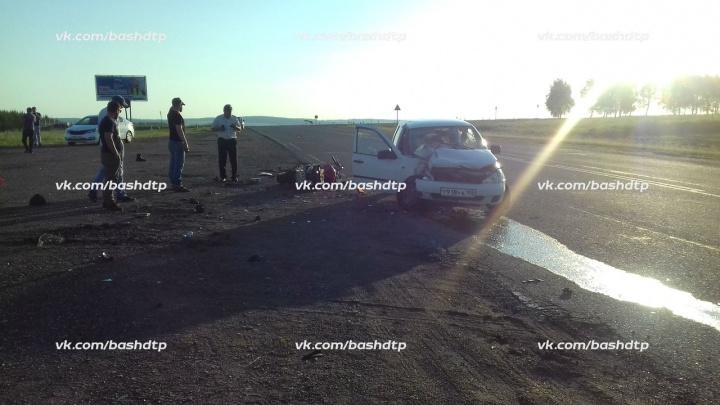 За минуту до аварии: водитель заснял на видео, как байкер промчался по трассе в Башкирии