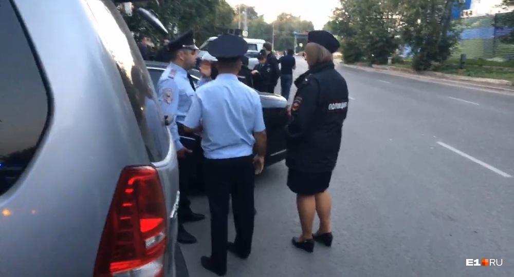 Полицейские нашли ВАЗ, на котором скрылись стрелки: все о нападении на Audi в центре Екатеринбурга