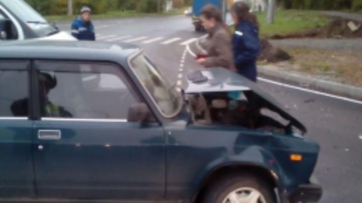 В Рыбинске на перекрёстке столкнулись две машины: есть пострадавшие