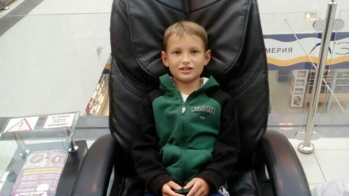 Ночевал в подъезде: пропавшего 9-летнего мальчика привели домой дети