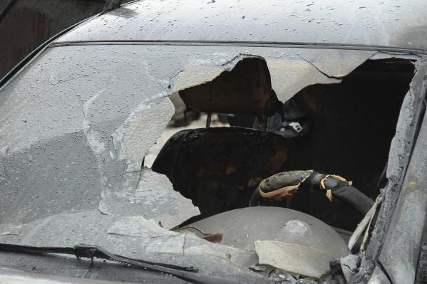 Горевший автомобиль сильно повреждён