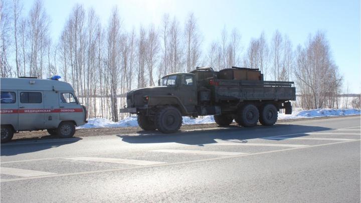 В Голышманово КАМАЗ врезался в стоящийна обочине грузовик. В ДТП водитель «Урала» получил перелом