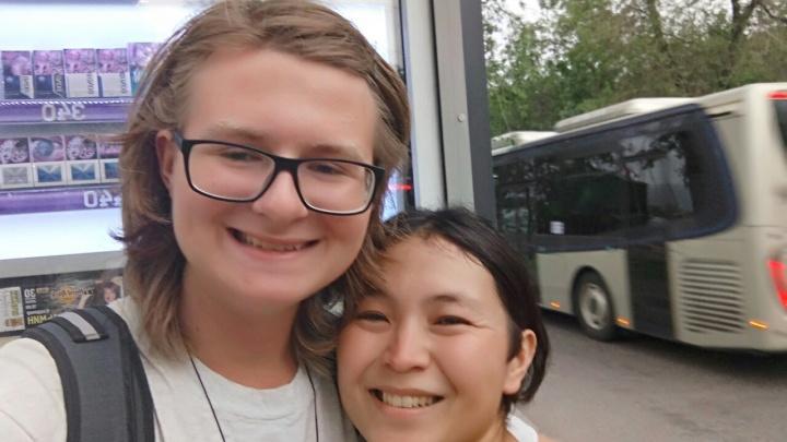 Путешествующий автостопом по миру турист добрался до Красноярска: похвалил транспорт и воздух