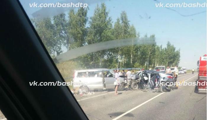 Смертельная авария на трассе: в Башкирии лоб в лоб столкнулись минивэн и легковушка