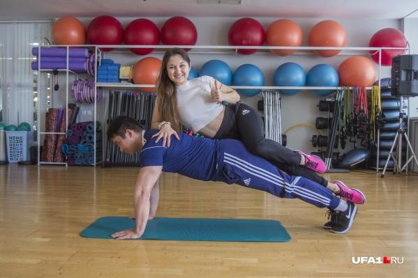 Универсальность, простота и потрясающее воздействие на мышечный корсет делают планку незаменимым упражнением для начинающих