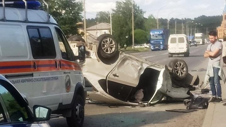 В Первомайском районе автомобиль после столкновения перевернулся на крышу