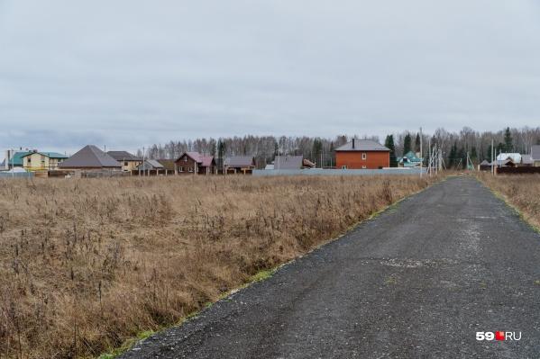 Пустые участки в деревне Тупице принадлежат ООО«ПАН Сити Групп»