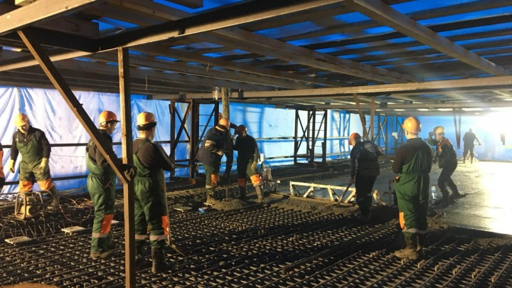 На Фрунзенском мосту начали бетонировать проезжую часть