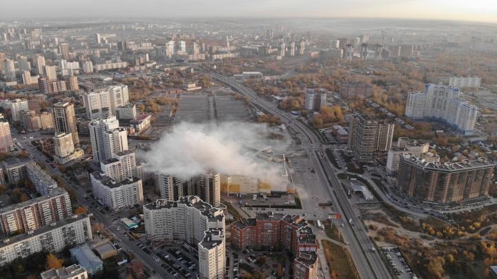 Над «Аурой» поднялся столб дыма