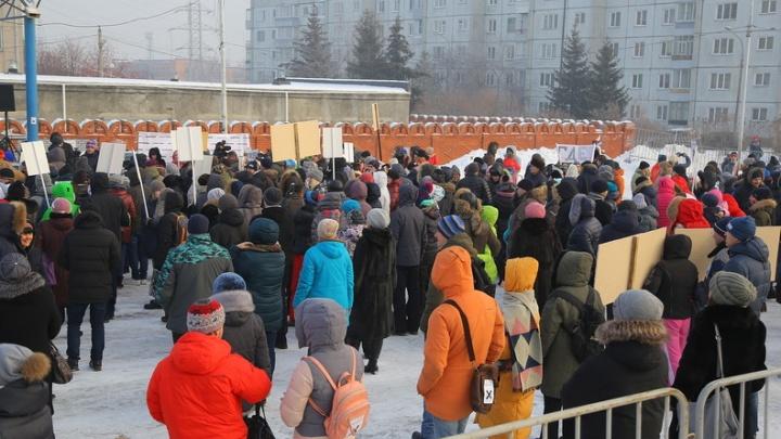 Красноярцы требуют построить мемориал в честь Хворостовского вместо храма на Стрелке