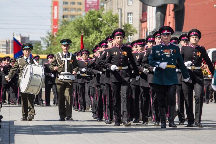 Парад был посвящен25-летию Сибирского кадетского корпуса