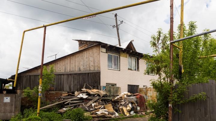 Сибирячка построила дом вокруг электрического столба