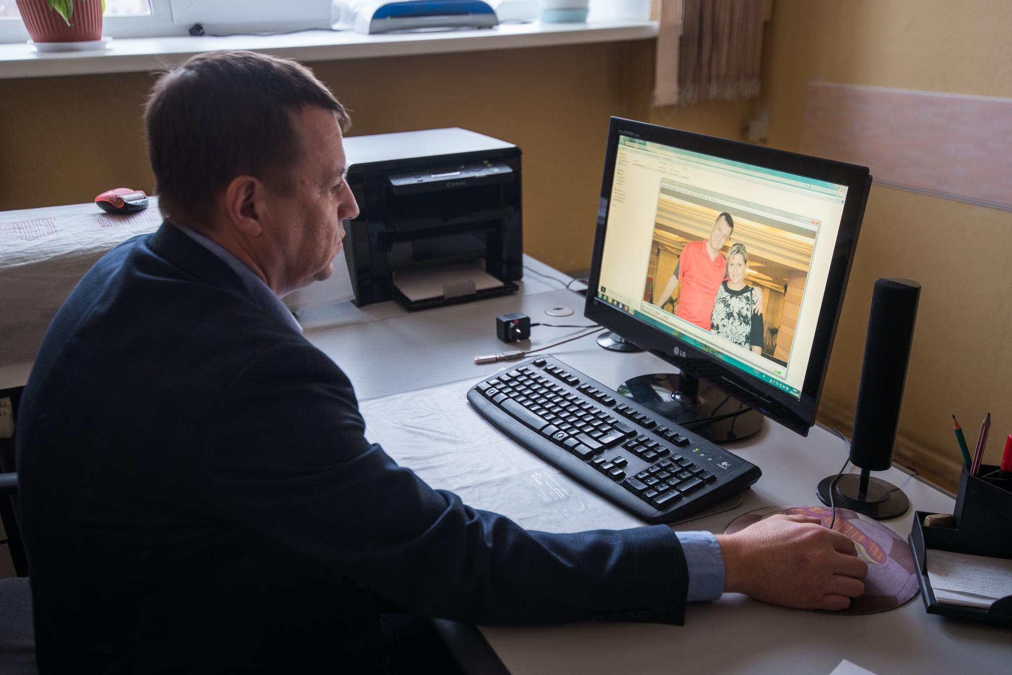 Майор МЧС из Каменска-Уральского Алексей Земцов потерял жену. Экспертиза установила, что женщине повредили органы при операции, а помощь вовремя не оказали